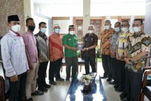 Bupati Asahan Terima 500 Cetak Alquran dari Pemuda Persatuan Umat Islam (PUI) Sumatera Utara