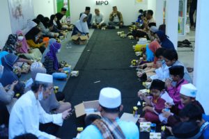 KIZI Gelar Bukber Bersama 100 Sahabat Yatim dan Dhuafa Pasar Minggu Jaksel